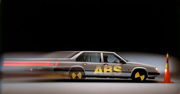 Volvo esitteli ABS-jarrut jo vuonna 1984. Kuvassa 940-malli.