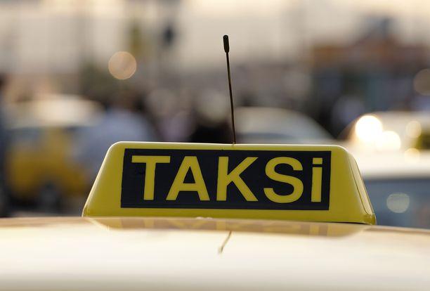Rovaniemellä narautettiin petollinen taksikuski. Syyttäjä päättää syytteistä myöhemmin. Kuvituskuva.