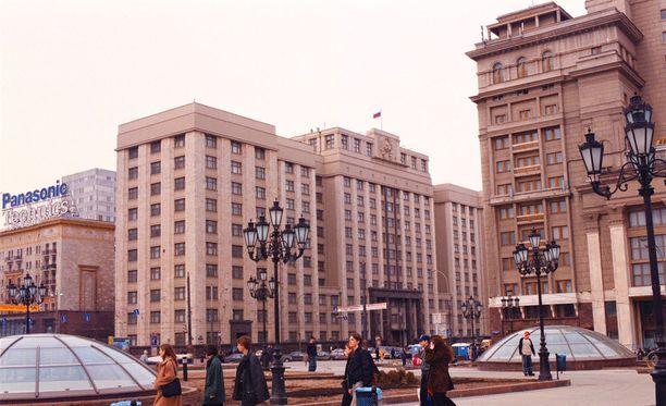 Moskovan julkisen valvontakomission varapuheenjohtaja Pavel Pjatinckij kertoi Twitterissä, että duumasta olisi löydetty pommi.