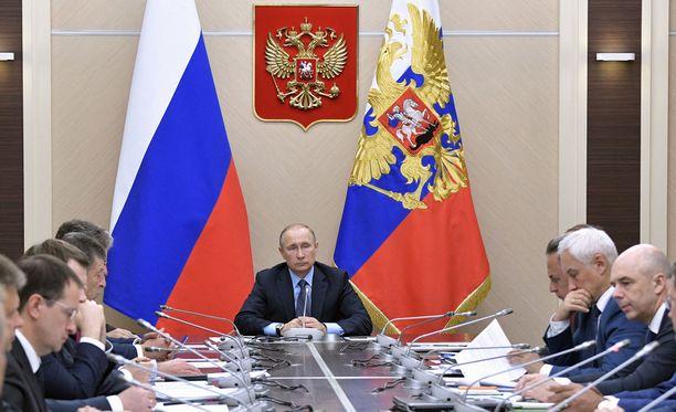 Venäjän presidentti Vladimir Putin tapasi hallintonsa jäseniä viime viikolla virka-asunnossaan Novo-Ogarjovossa, Moskovan ulkopuolella.