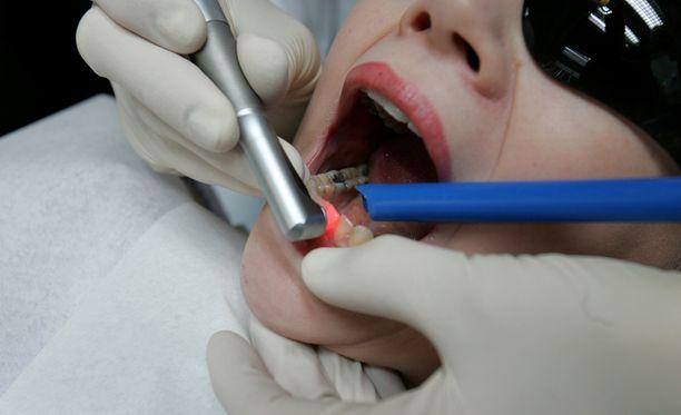 Vertailussa Oral-hammaslääkäriketju oli Suomen keskihinnoiltaan kallein.