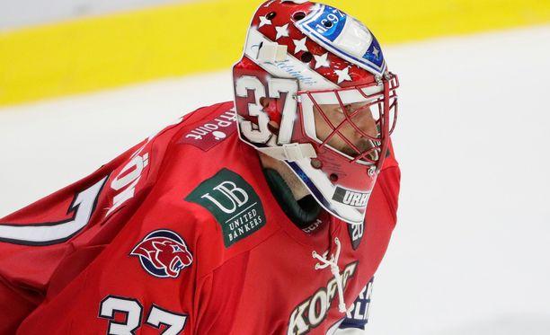 Niklas Bäckström pelaa perjantain kotiottelussa HPK:ta vastaan.