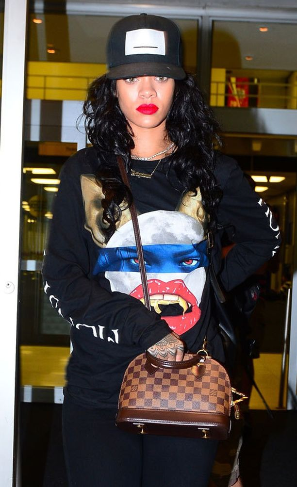 Rihanna ja Louis Vuitton Alma BB Bag