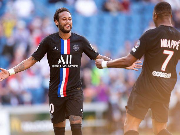 Neymar ja Kylian Mbappe juhlivat Lissabonissa.