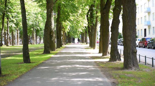 Huvilakatu Eirassa oli myös suosittu turistikohde. Nykyisin Salkkareiden ulkokuvaukset keskittyvät Munkkiniemen Puistotielle ja sen lähettyville.