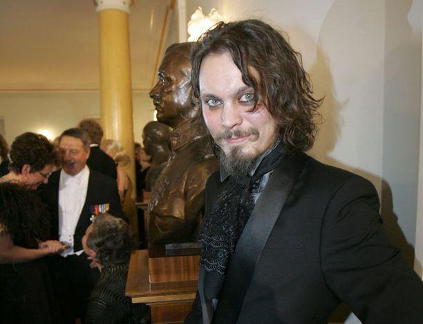 Ville Valo edusti gTien pitsisessä huivisolmissa kuusi vuotta sitten.