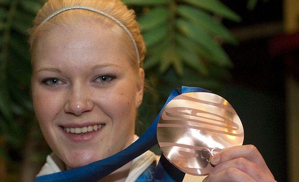 Noora Räty torjui Suomelle pronssia Vancouverissa viime vuonna.