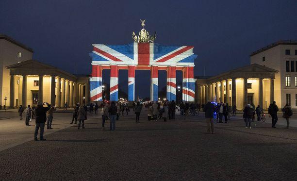 Brandenburgin portti loisti Union Jackin väreissä maaliskuussa.
