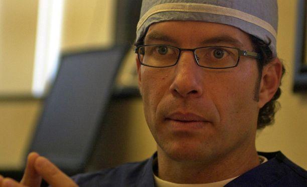Keinohedelmöityksen tehnyt David Smotrich kertoo, että kuolleen luovuttajan sperman käyttäminen on hyvin harvinaista.