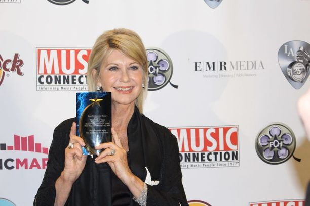 Olivia Newton-John pokkasi palkinnon kulttuurielämän eteen tekemästään työstä Las Vegasissa.
