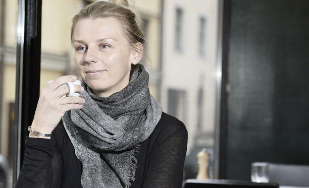 Hanna Gullichsen tukee Maria Veitolaa.
