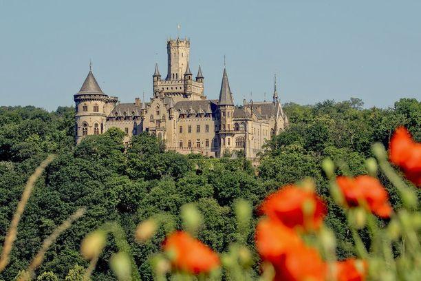 Marienburgin linna seisoo korkealla kukkulalla.