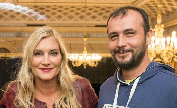 Annika Metsäketo asuu osan vuodesta Istanbulissa miehensä Baris Kirkgözin kanssa, mutta hän viettää paljon aikaa myös Suomessa. Atatürkin lentokenttä on hänelle tuttu paikka.