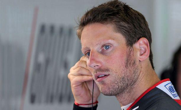 Romain Grosjean kiukustui Lewis Hamiltonin peruuttelusta.