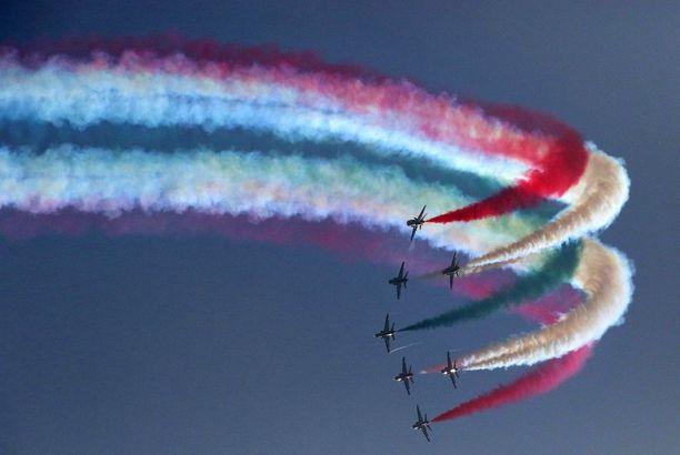 Maan ilmavoimat esiintyivät juhlinnoissa.