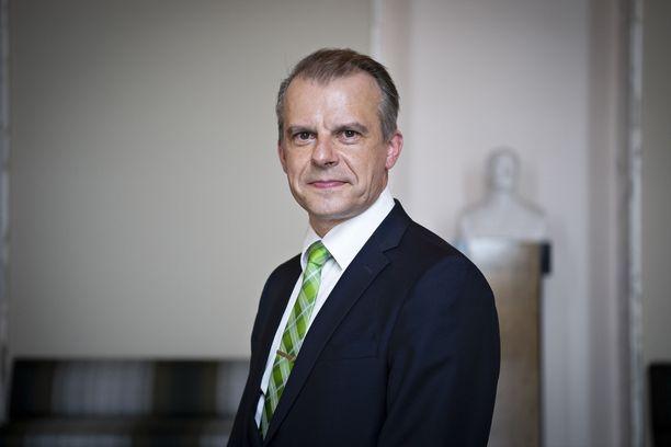 Kansanedustaja Juha Pylväs (kesk) johtaa keskustan eduskuntaryhmää.