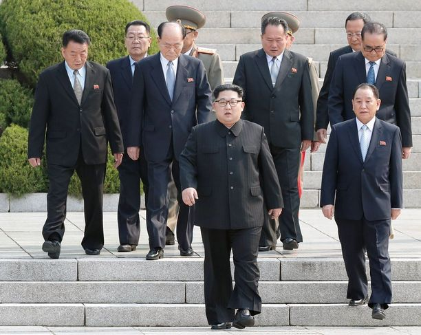 Täältä Pohjois-Korean delegaatio saapuu.
