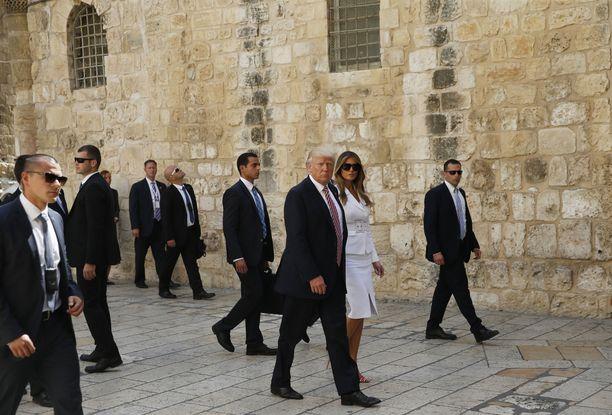 Donald ja Melania Trump vierailivat myös Israelin Jerusalemissa toukokuussa 2017. Trump siirsi Yhdysvaltain Israelin suurlähetystön Tel Avivista Jerusalemiin.