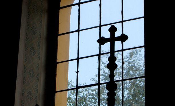 Kirkon kassasta ehdittiin antaa ja lainata miehelle vuosien 2011 ja 2013 välisenä aikana noin 120 000 euron summa,