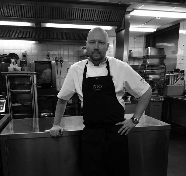 Vuoden kokki -semifinalisti Mikko Kaukonen menee asiakkaiden luokse, eikä toisinpäin.