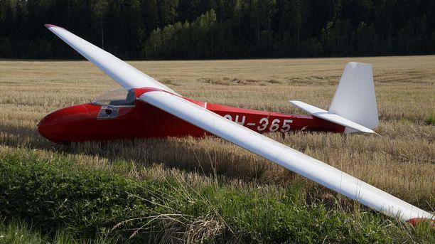 Lentäjä teki maastolaskun, kun lentokeli muuttui yllättäen huonoksi.