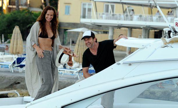 Gerard Butler ja Morgan Brown viihtyivät veneellä.