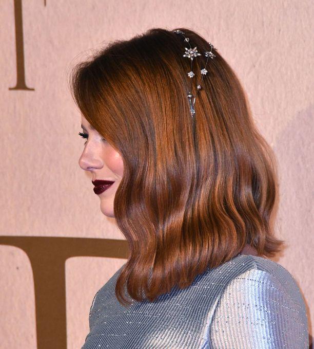 Emma Stonen punaisten hiusten upeat sävyt näyttävät nyt ajankohtaisilta.