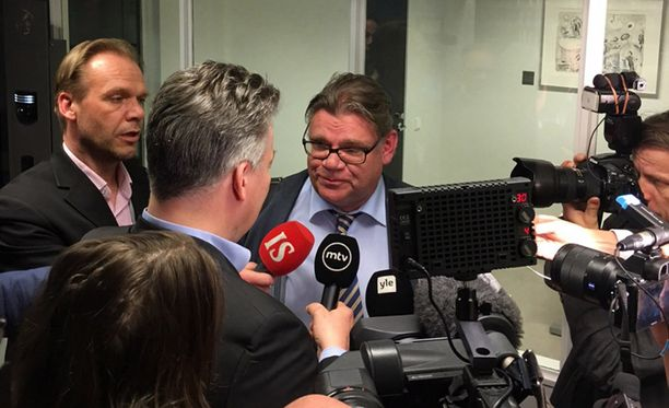 - Terho on uusi ministeri. Minä olen vain viestinviejä. Terho saa kommentoida valintaansa tarkemmin, totesi Timo Soini medialle.