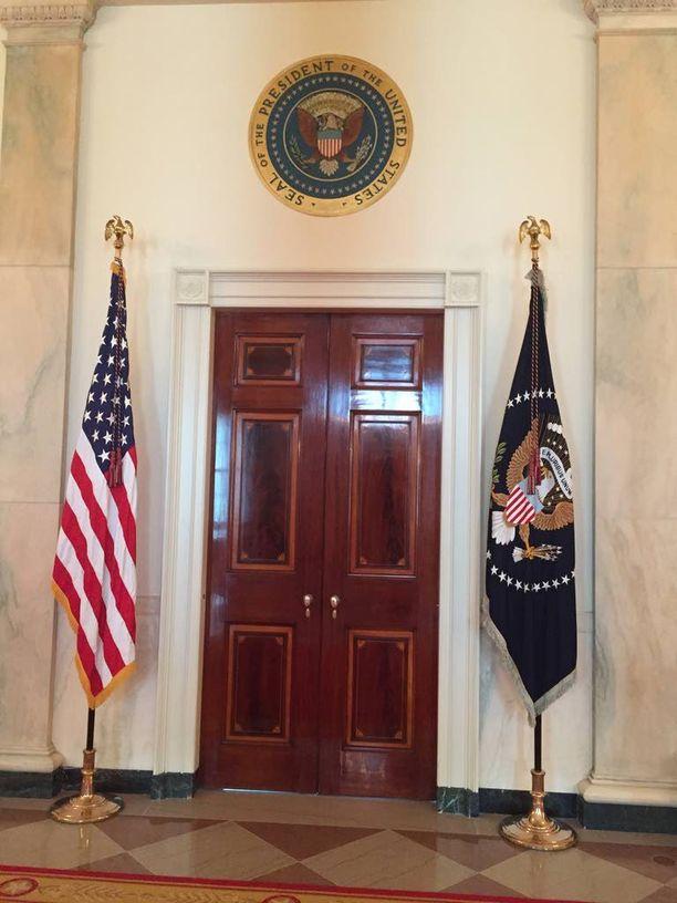 Presidentti Barack Obaman huoneen ovi Valkoisessa talossa.