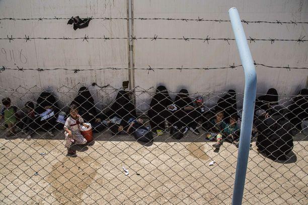 Al-Holin pakolaisleirin väestön palauttaminen kotimaihinsa on vaikea kysymys ympäri maailman. Yli 90 prosenttia leirillä olijoista on naisia ja lapsia. Arkistokuva.
