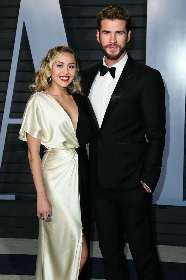 Laulaja on ollut yhdessä näyttelijä Liam Hemsworthin kanssa vaihtelevasti 10 vuoden ajan.