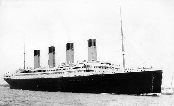 Alkuperäinen RMS Titanic upposi neitsytmatkallaan huhtikuun puolivälissä vuonna 1912.