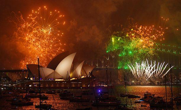 Vuosi vaihtui upean ilotulituksen säestämänä Sydneyssä Australiassa.