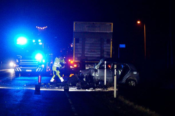 Henkilöauton ja kuorma-auton yhteentörmäys vaati yhden kuolonuhrin Tammelassa maanantai-iltana.