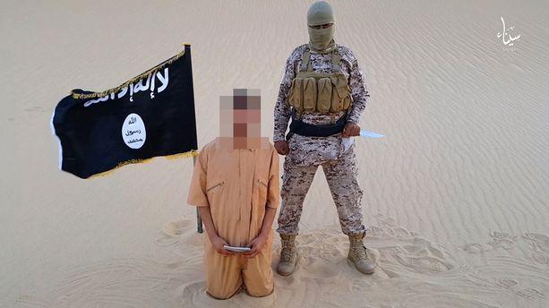 """Isis pelottelee maailmaa myös julmilla teloitusvideoillaan. """" Pelko on tehokas poliittinen voima, jota on helppo käyttää hyväksi, koska pelon ei tarvitse perustua tosiasioihin"""", sanoo tutkija Teemu Sinkkonen."""