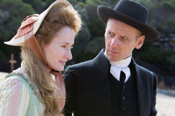 Pappi Johnson ei halua, että Mary-vaimo lähentyy Anne Meredithin kanssa.