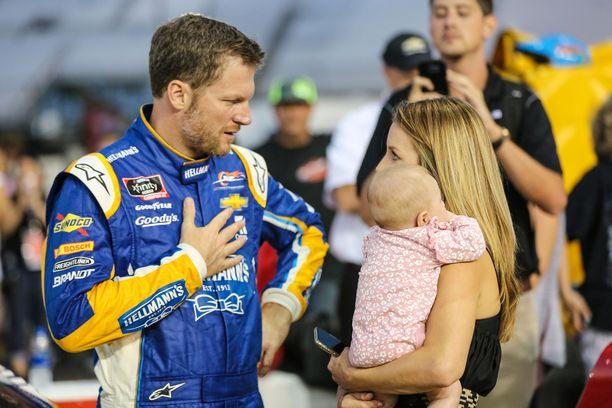 Dale Earnhardt Jr. joutui lento-onnettomuuteen vaimonsa ja lapsensa kanssa.