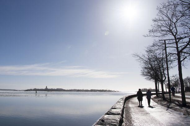Pääsiäisviikolla päivälämpötilat voivat yltää yli kymmeneen asteeseen.