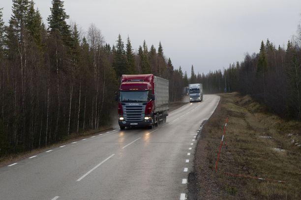 Autoilijoiden on syytä ottaa mahdollinen tienpintojen jäätymien huomioon viikonlopun aikana.
