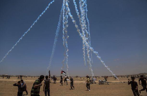 Israel hajotti mielenosoituksia kyynelkaasulla ja suoralla tulituksella.