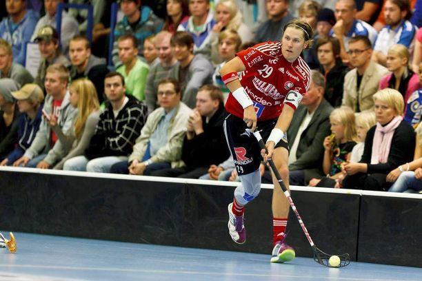 Mika Kohonen pelasi Ruotsissa 14 kautta ja voitti neljä mestaruutta. Sentterillä on myös Ruotsin liigan yhden kauden piste-ennätys.