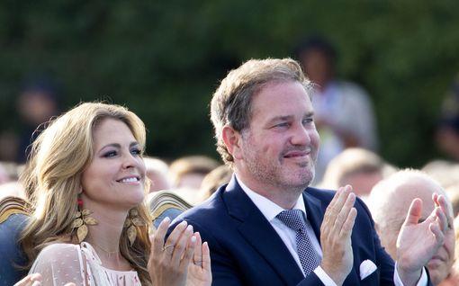 Chris O'Neill edusti kuningasperheen rinnalla lähes tunnistamattomana – kuvat