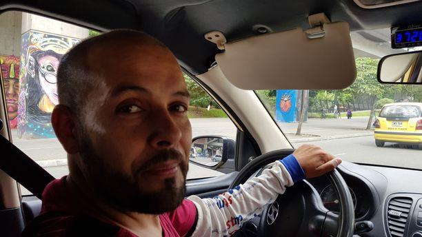Taksikuski Roberto Viana joutui lapsena pelkäämään autopommeja.