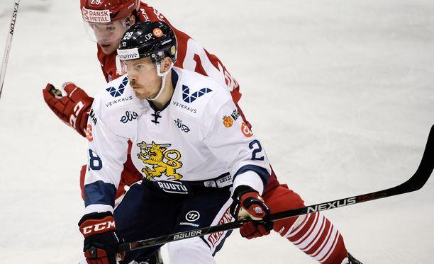 KHL:ään siirtynyt Anssi Salmela kärkkyy paikkaa Leijonien olympiajoukkueessa. Salmela kuului 2011 MM-kultaleijoniin.