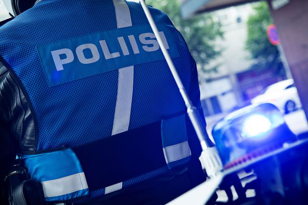Reuna-alueella työskentelevät poliisit menevät usein yhdellä partiolla tehtäville, ja apupartiot voivat olla kaukana, jos tilanne onkin ennakkotietoja vakavampi. Kuvituskuva.