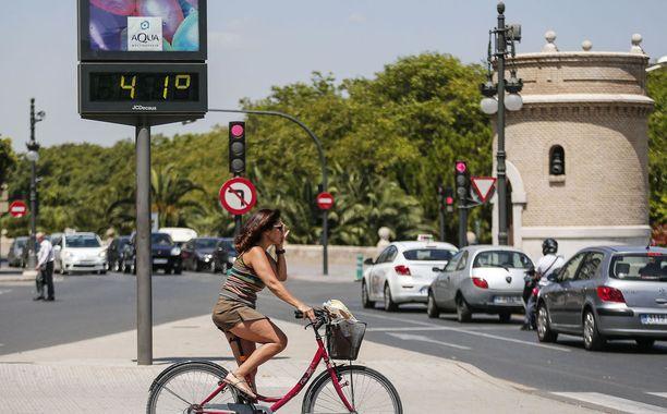 Lämpötila nousi viime viikon aikana yli 40 asteen suuressa osassa Etelä-Eurooppan maita. Kuva on Valencian kaupungista Espanjan itärannikolta.
