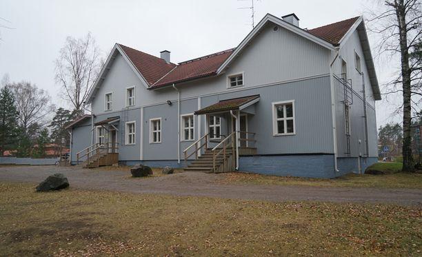 Poliisi oli eristänyt lauantaina nuorisotalo Rientolan ympäristön Joutsenossa.