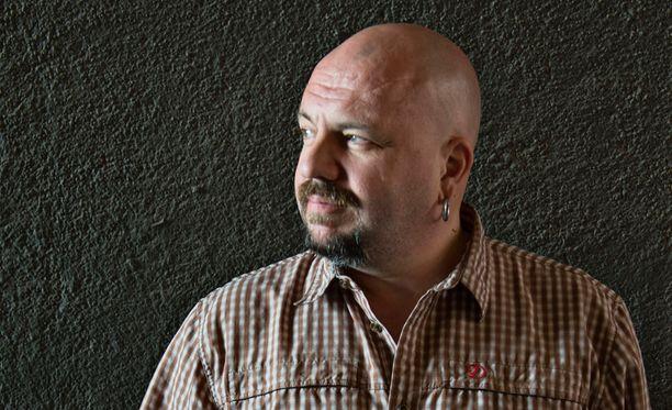 Timo Rautiainen tuo Trio Niskalaukauksen takaisin. Luvassa on uutta musiikkia ja keikkoja.