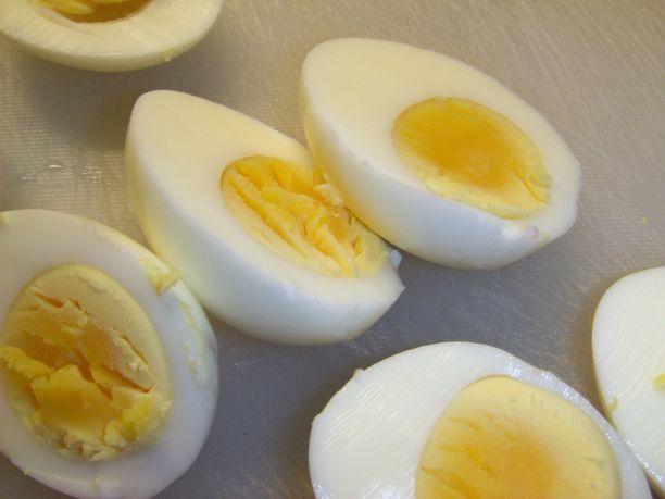 Kananmunasta saa nälän vievää syötävää nopeasti ja helposti.
