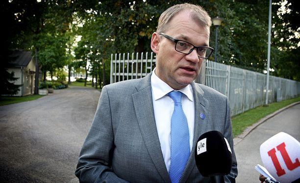 Pääministeri Juha Sipilä (kesk) korostaa kokonaisvaltaista ratkaisua Eurooppaan suuntautuvan muuttoliikkeen hallinnassa.
